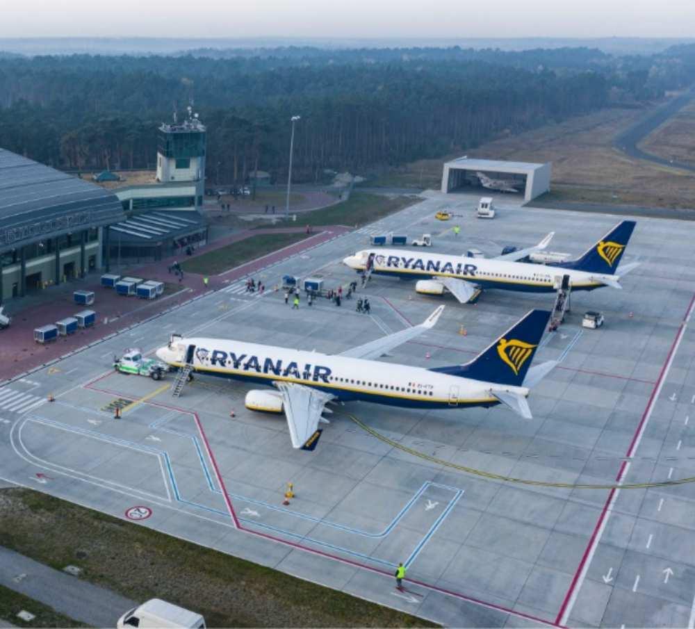 samoloty na lotnisku w Bydgoszczy